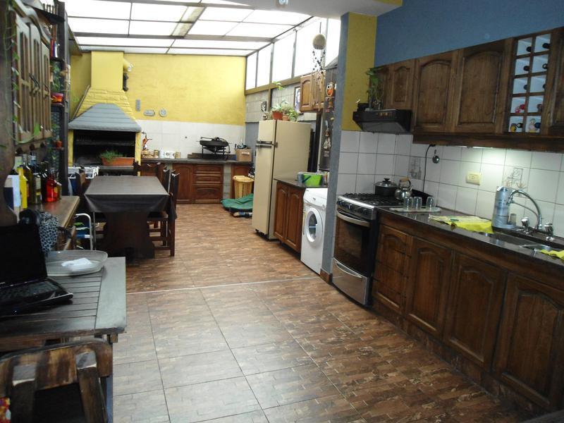 Foto Casa en Venta    en  Villa Luzuriaga,  La Matanza  America al 2000