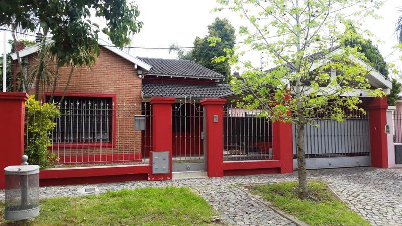 Foto Casa en Venta en  Castelar Norte,  Castelar  Dean Funes al 1000