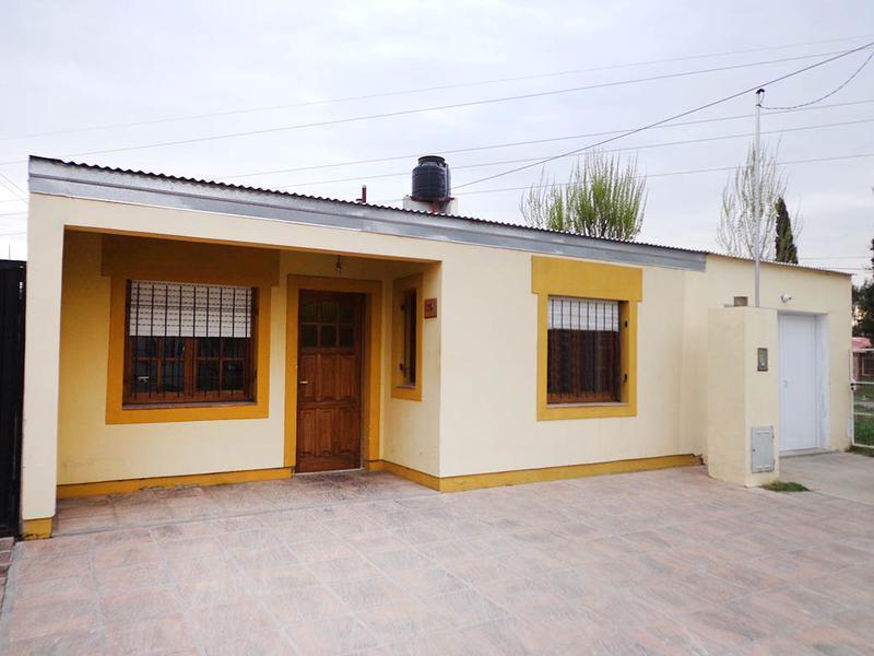 Foto Casa en Alquiler en  General Pico,  Maraco  116 esq 300