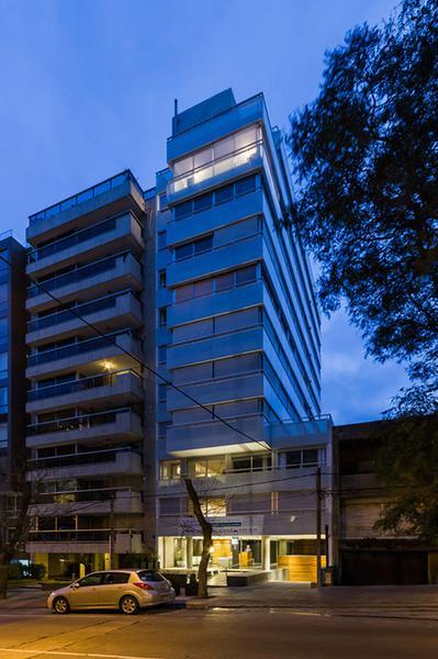 Foto Departamento en Venta en  Punta Carretas ,  Montevideo  A estrenar con cochera doble en Montero y Rambla