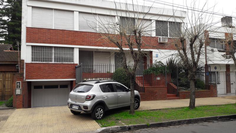 Foto Casa en Venta en  Lomas de Zamora Oeste,  Lomas De Zamora  SAAVEDRA 715  e. Bustamante y M. Arrotea