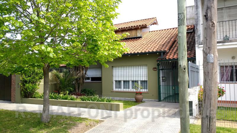 Foto Casa en Venta en  Adrogue,  Almirante Brown  Juncal al 1300