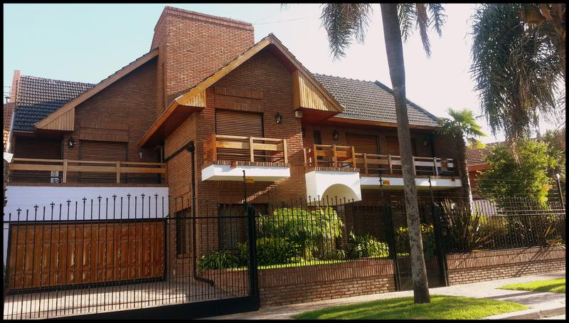 Foto Casa en Venta en  B.Ayerza,  Castelar  Crisólogo Larralde al 2000