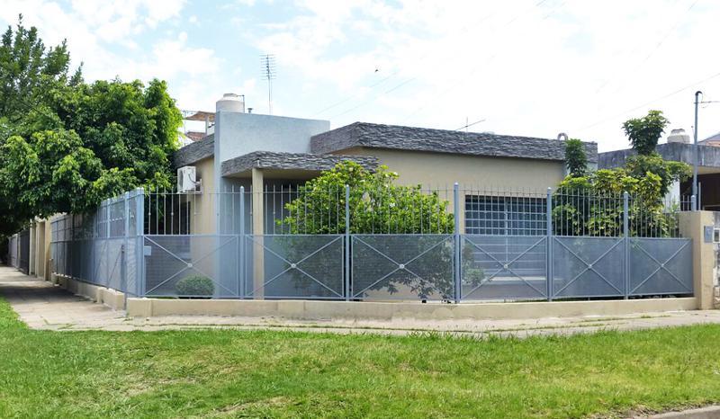 Foto Casa en Venta en  Castelar Norte,  Castelar  Arrecifes al 700, esquina Francia