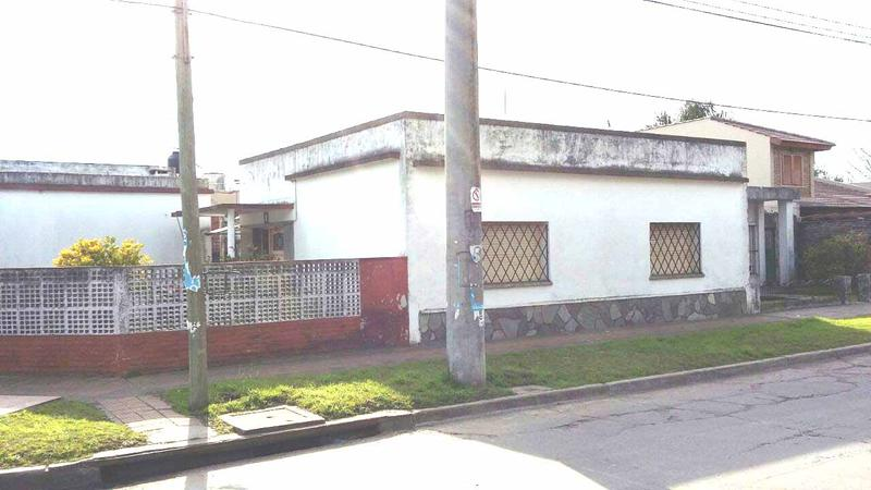 Foto Casa en Venta en  Castelar,  Moron  Estanislao Lopez al 1600