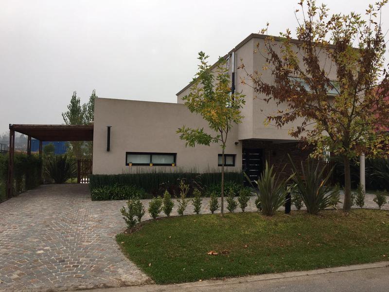 Foto Casa en Venta en  La cañada de Pilar,  Countries/B.Cerrado  La Cañada de Pilar - Barrio Los Robles - Dolores al 1400