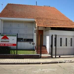 Foto Casa en Venta    en  Banfield Oeste,  Banfield  Pasaje Lobos entre French y Rodríguez Peña
