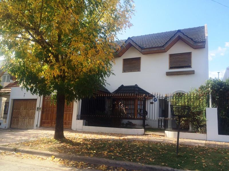Foto Casa en Venta |  en  Lomas de Zamora Oeste,  Lomas De Zamora  12 DE OCTUBRE 273
