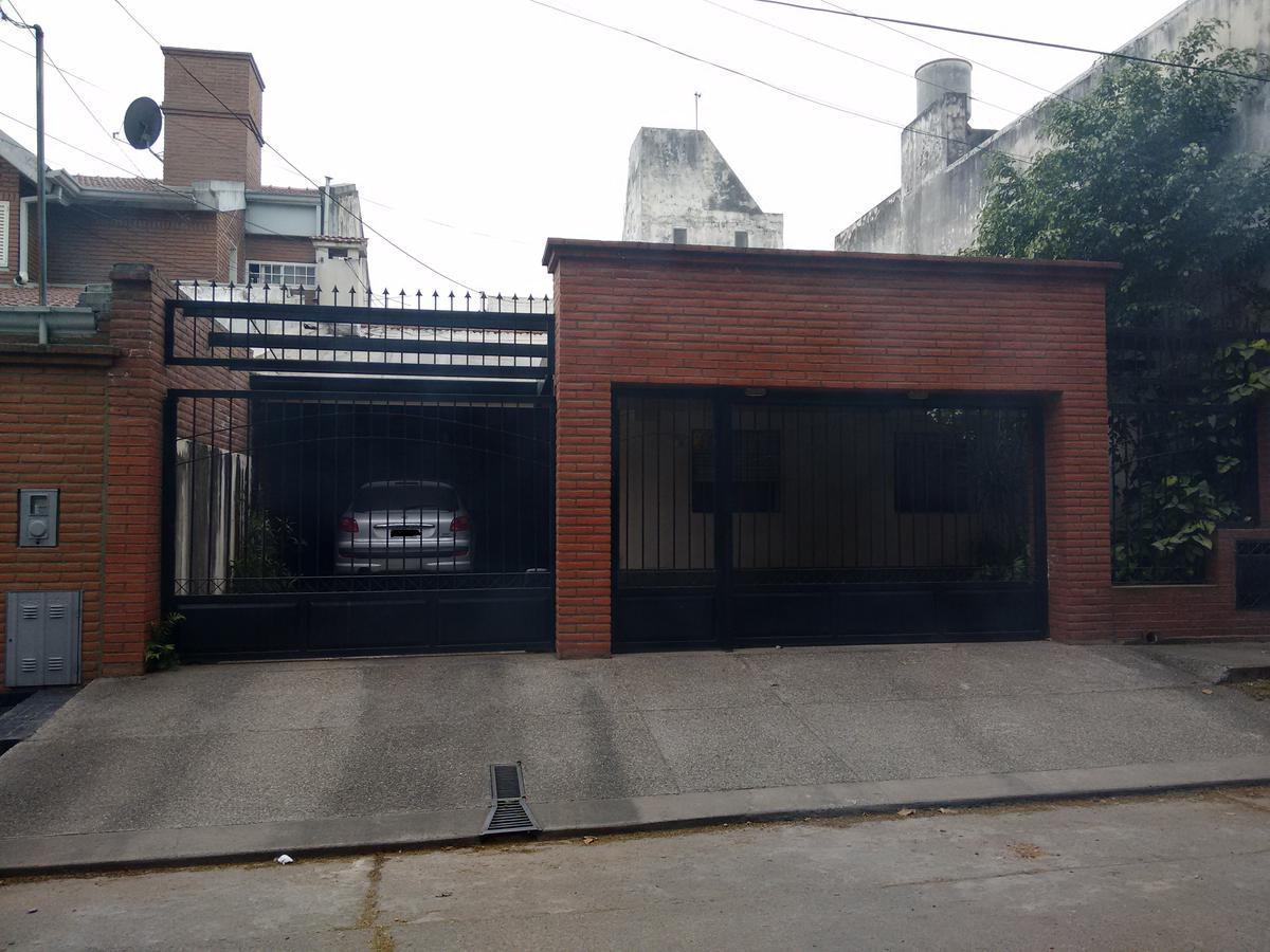 Foto Casa en Venta |  en  Zona Mate De Luna,  San Miguel De Tucumán  PJE NUÑEZ DEL PRADO al 3500