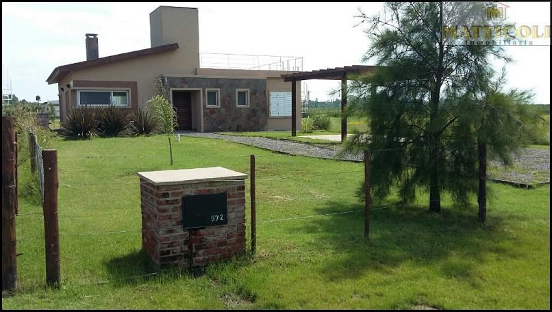 Foto Casa en Venta |  en  Lobos ,  Interior Buenos Aires  Costanera al 600