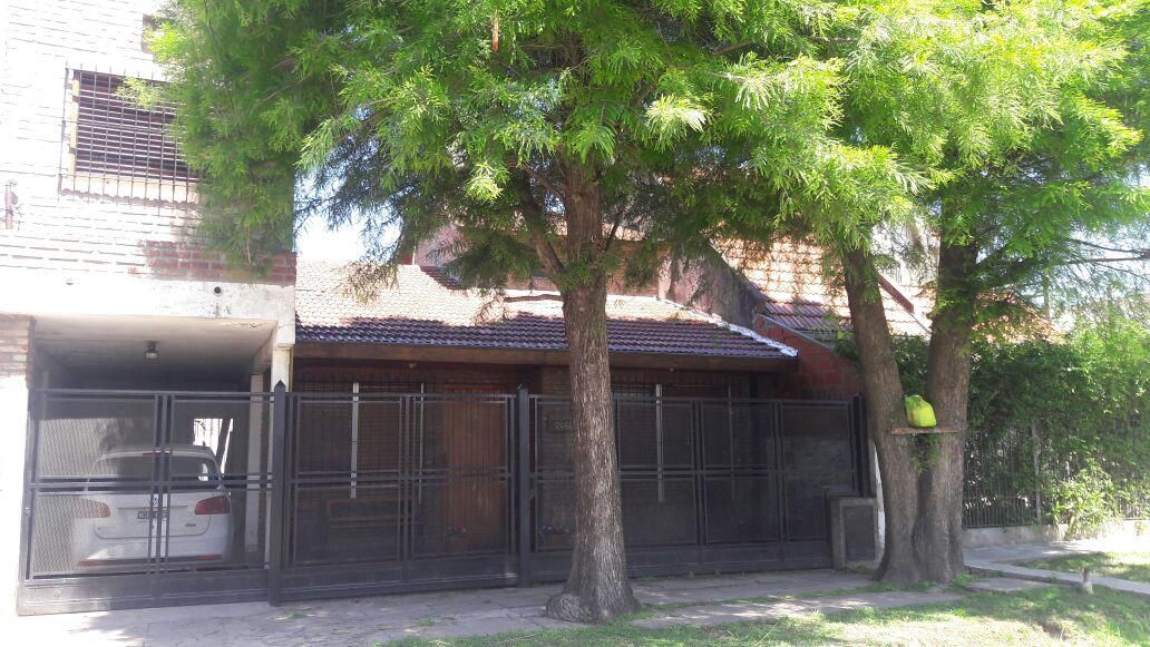 Foto Casa en Venta en  Ituzaingó ,  G.B.A. Zona Oeste  Gaucho de Guemes al 2400