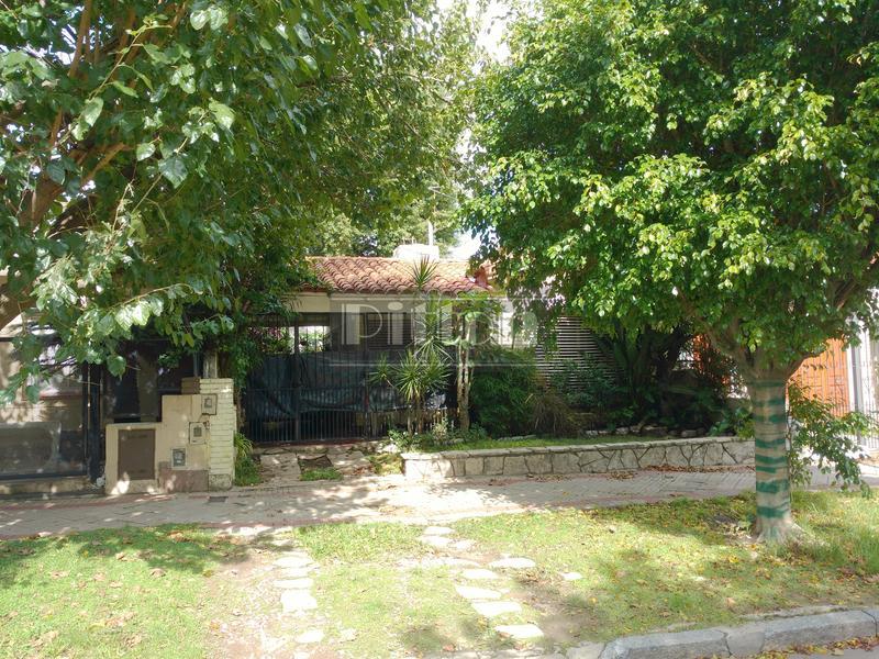 Foto Casa en Venta    en  Banfield Este,  Banfield  Serrano 865