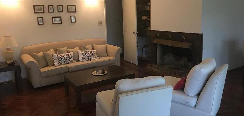 Foto Casa en Alquiler en  Carrasco ,  Montevideo  Chalet  en centro Carrasco