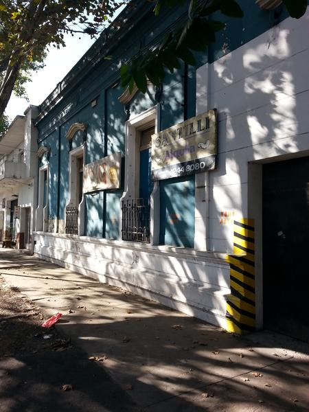 Foto Local en Alquiler en  Lomas de Zamora Oeste,  Lomas De Zamora  Castelli 392