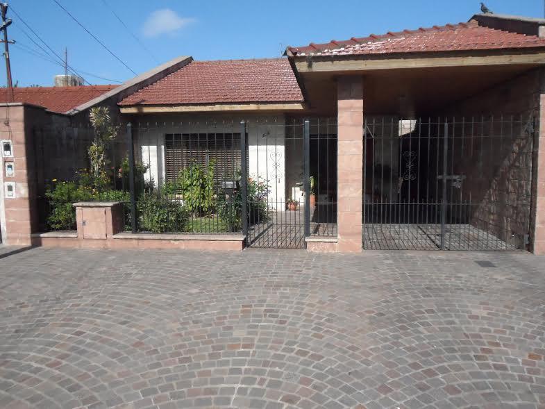Foto Casa en Venta en  Remedios De Escalada,  Lanus  1 DE MAYO al 3100