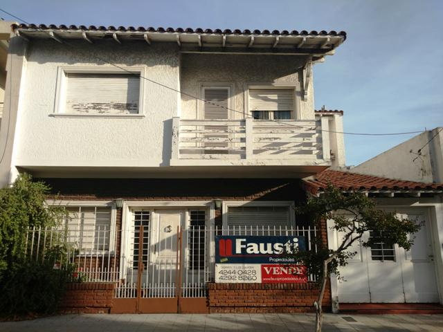 Foto Casa en Venta en  Lomas de Zamora Oeste,  Lomas De Zamora  Larrea N° al 300