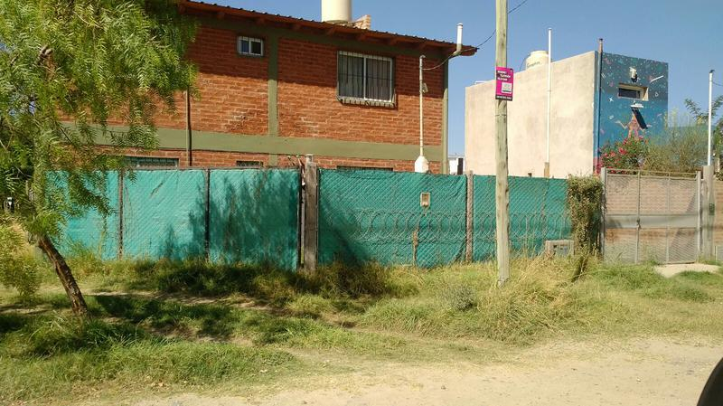 Foto Casa en Venta en  Neuquen,  Confluencia  CASA URB BOSCH