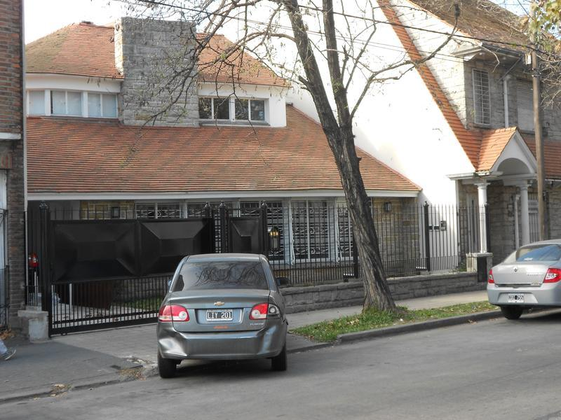 Foto Casa en Venta en  Adrogue,  Almirante Brown  SOMELLERA 715 Entre Spiro y Nother