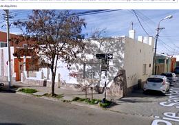 Foto thumbnail Casa en Venta en  Trelew ,  Chubut  Casa antigua céntrica en esquina
