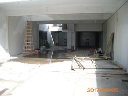 Foto thumbnail Local en Alquiler en  Moreno ,  G.B.A. Zona Oeste  Bartolome Mitre al 3300