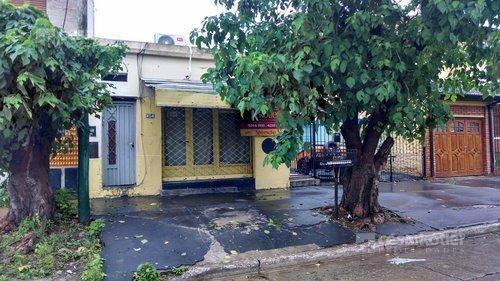 Foto Casa en Venta en  Temperley Este,  Temperley  ARIÑO, BOMBERO 800