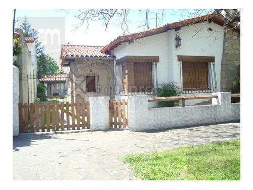Foto Casa en Alquiler en  Lomas de Zamora Oeste,  Lomas De Zamora  Acevedo al 700