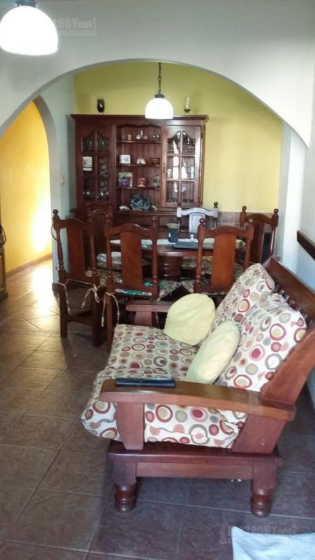 Foto Casa en Venta en  Villa Luzuriaga,  La Matanza  APTO CRÉDITO  - CASA - CARRASCO  al 400 - Villa Luzuriaga  - La Matanza
