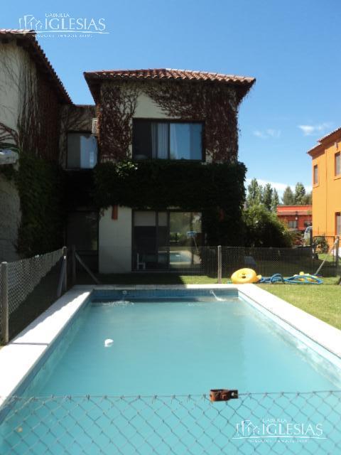 Casa en Alquiler Venta en Santa Catalina a Alquiler - $ 24.000 Venta - u$s 355.000
