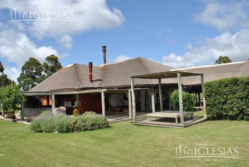 Casa en Venta Alquiler temporario en Punta del EsteLa Barra a Venta - u$s 480.000 Alquiler temporario - u$s 6.000 / u$s 6.000 / u$s 6.000 / u$s 6.000