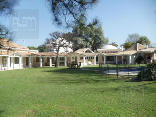 Foto Casa en Alquiler temporario en  El Ombu,  Countries/B.Cerrado  El Ombu