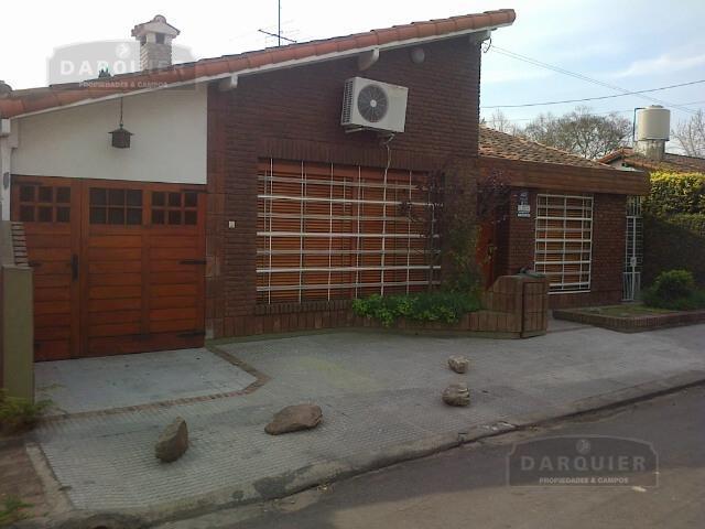 Foto Casa en Venta en  Adrogue,  Almirante Brown  GENERAL PAZ 877