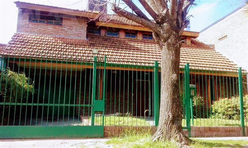 Foto Casa en Venta en  Castelar,  Moron  Dean Funes al 1000