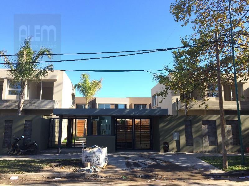 Foto Casa en Alquiler en  Lomas de Zamora Oeste,  Lomas De Zamora  ALVEAR 430