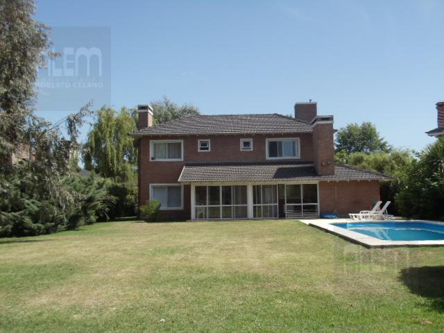 Foto Casa en Alquiler en  El Ombu,  Countries/B.Cerrado  El Ombu