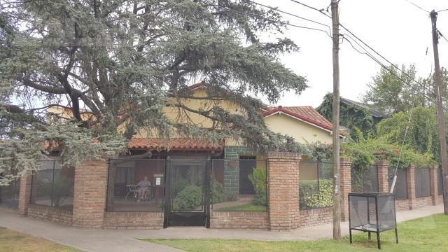 Foto Casa en Venta en  Ituzaingó ,  G.B.A. Zona Oeste  Gonzalez Chavez al 1500