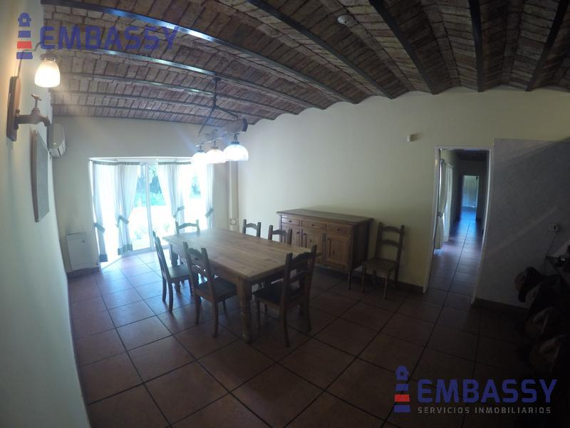 Foto Casa en Venta en  Ituzaingó ,  G.B.A. Zona Oeste  Acceso Oeste y Camino del Buen Ayre