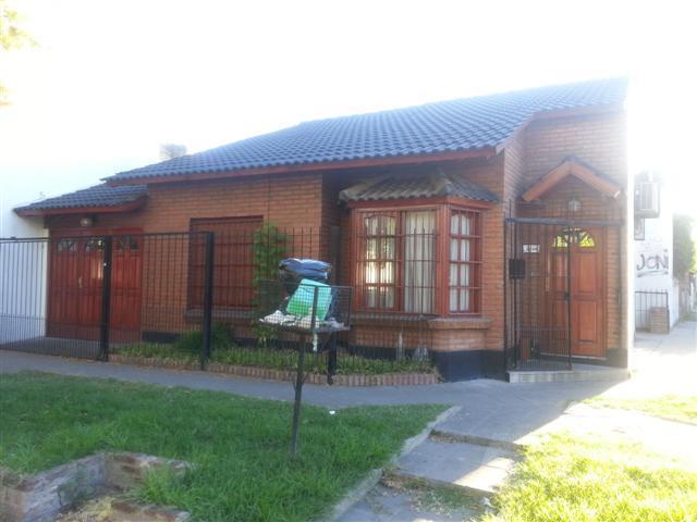 Foto Casa en Alquiler en  Castelar,  Moron  San Pedro 2200