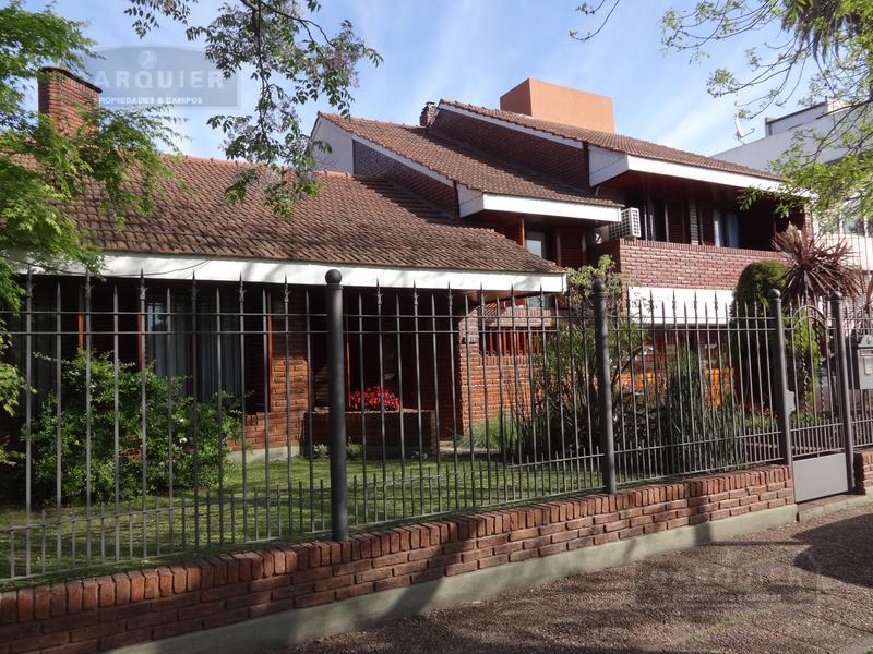 Foto Casa en Venta en  Adrogue,  Almirante Brown  AMENEDO 1400