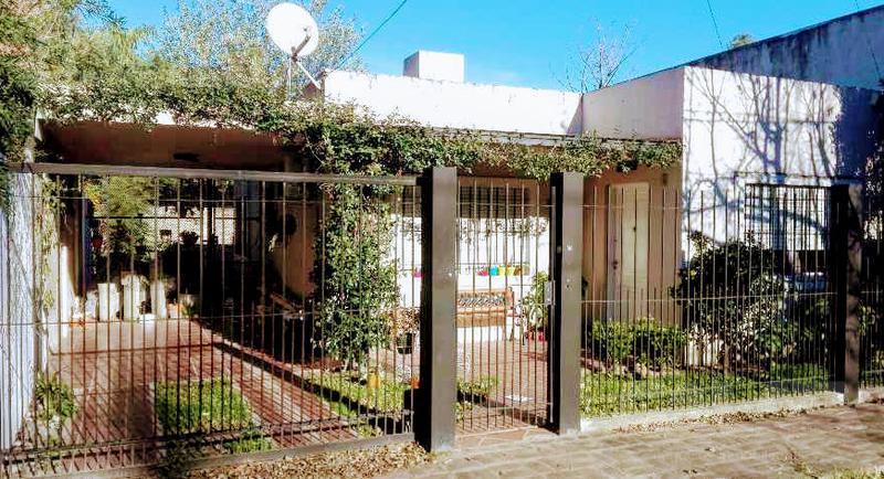 Foto Casa en Venta en  Ituzaingó,  Ituzaingó  Trole al 2000