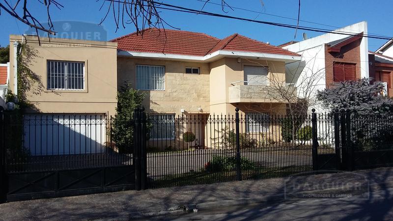 Foto Casa en Venta en  Adrogue,  Almirante Brown  J DE LA PEÑA 250