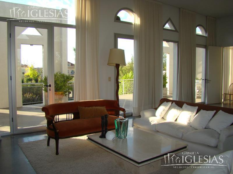 Casa en Alquiler Venta en La Isla a Alquiler - $ 56.000 Venta - u$s 635.000