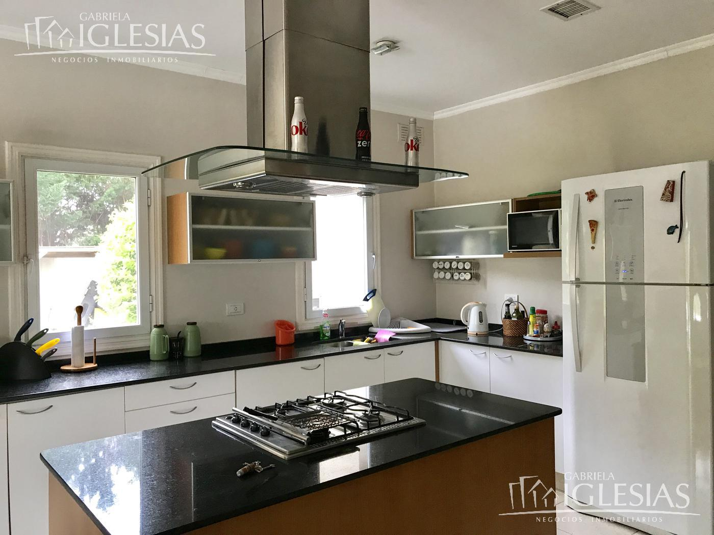Casa en Venta Alquiler en La Isla a Venta - u$s 1.320.000 Alquiler - u$s 6.000