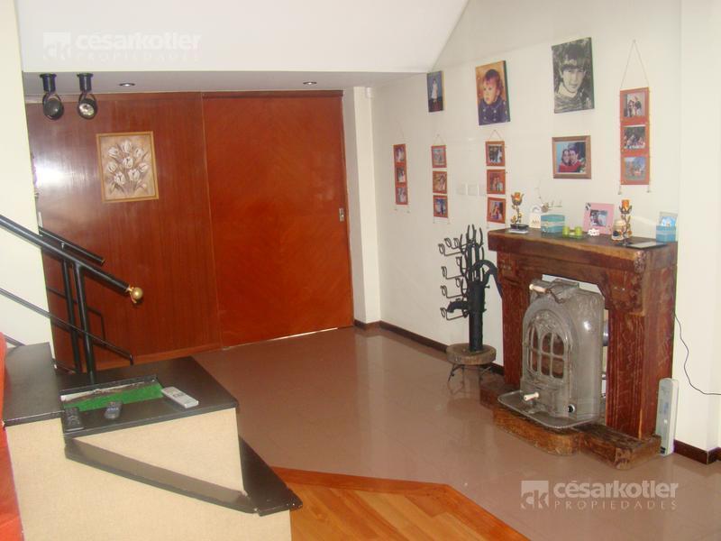 Foto Casa en Venta en  Turdera,  Lomas De Zamora  Padre Bruno 159