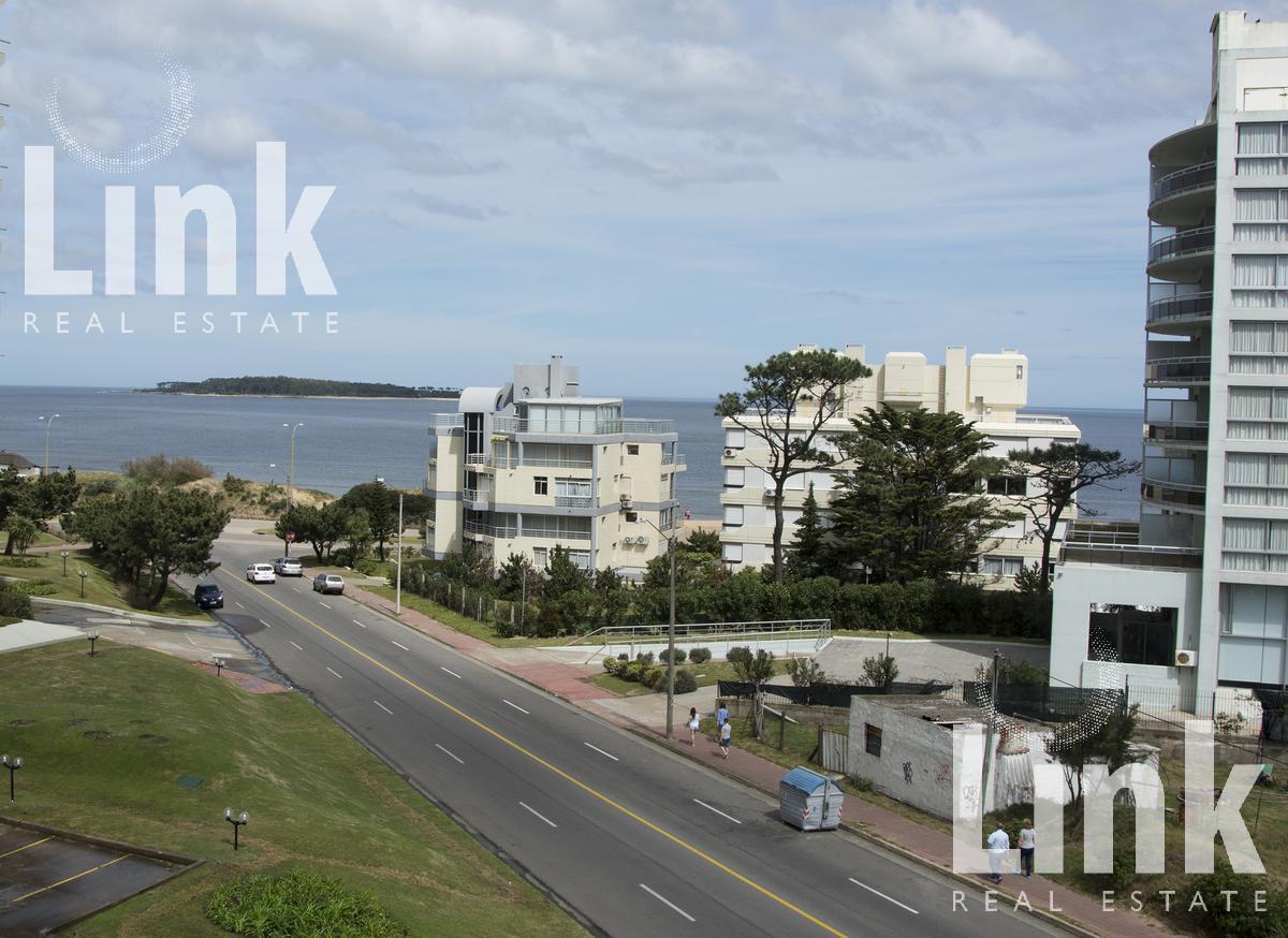 Foto Departamento en Venta |  en  Playa Mansa,  Punta del Este  Playa Mansa