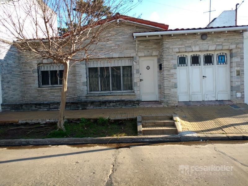 Foto Casa en Venta en  Temperley Este,  Temperley  Lucio Vicente Lopez 711