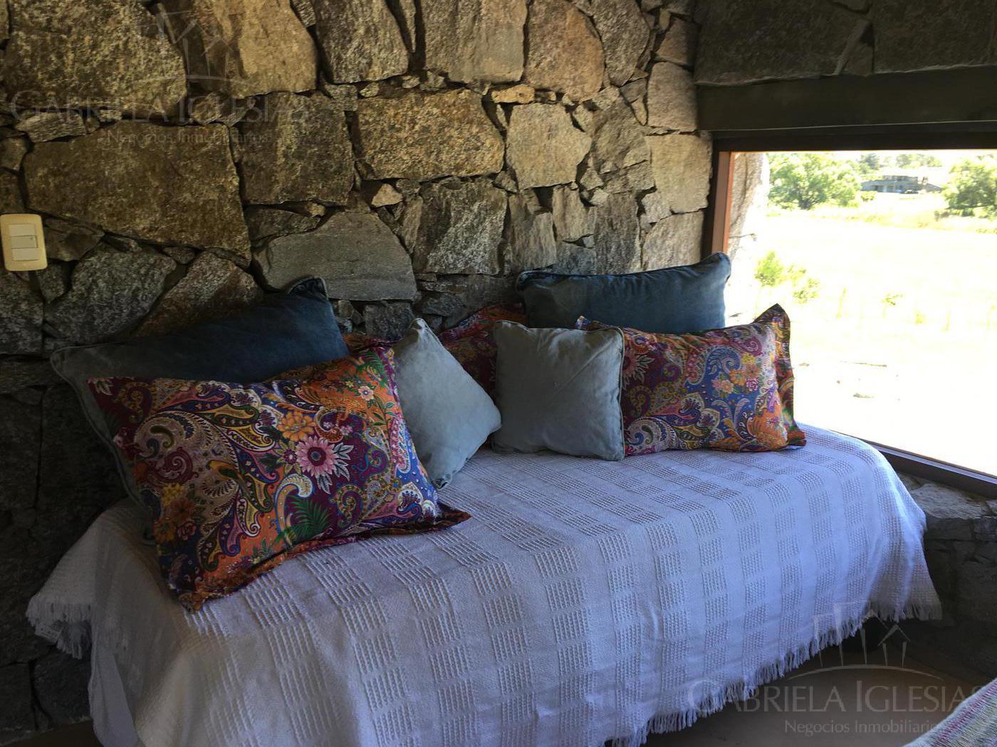 Casa en Venta Alquiler temporario en Punta del EsteLa Barra a Venta - u$s 480.000 Alquiler temporario - u$s 22.000